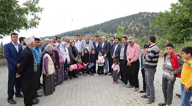 AK Parti Celalettin Güvenç'le Çağlayancerit'e çıkarma yaptı
