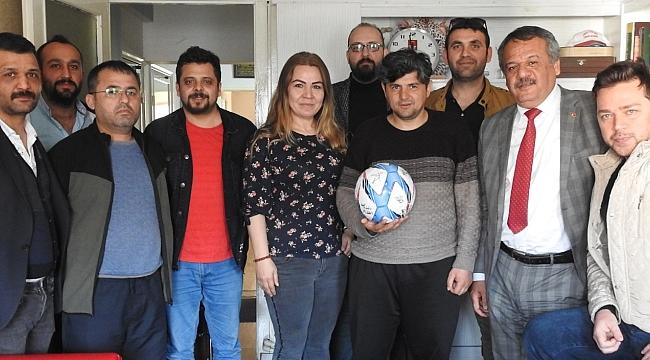 Miyabb'tan spor yazarına duygulandıranfutbol toplu doğum günü sürprizi