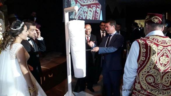 Başkan Cafer Parlakın Oğlunun Düğününde Başkan Okumuş Dondurma Kesti..